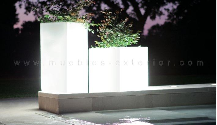 Macetero con luz de exterior 50x48x50 cm - Maceteros exterior baratos ...