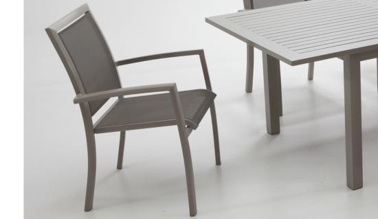 Comedor exterior color bronce for Sillas comedor exterior