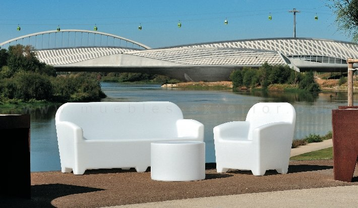 Sillones y sof s con luz for Sillones de plastico para terrazas