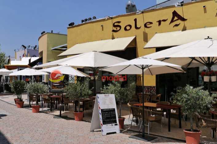 sofas de terraza en restaurante solera